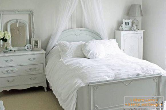 Camera Da Letto Romantica Bianca : Una camera da letto unica con complementi originali u casa e trend