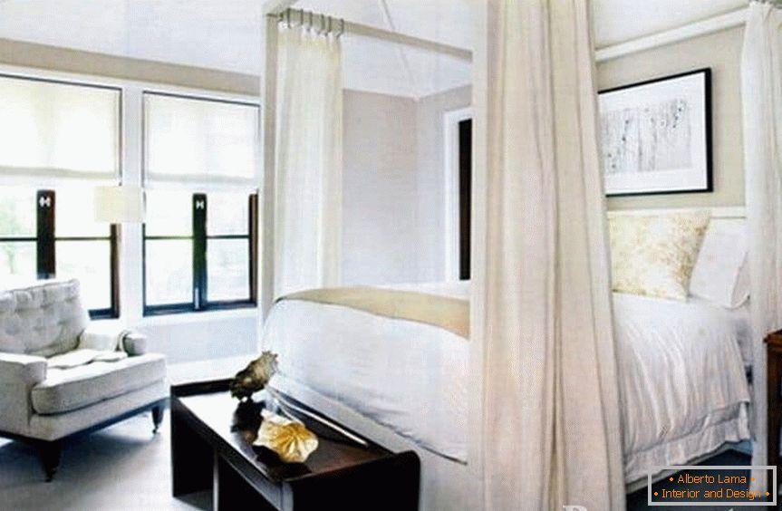 Design di una camera da letto bianca in stile classico