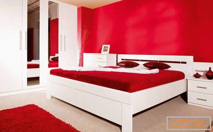 Design di una camera da letto rossa: eleganti opzioni di