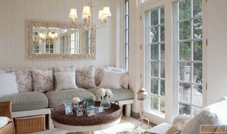 Interno del soggiorno in stile provenzale - esempi di design