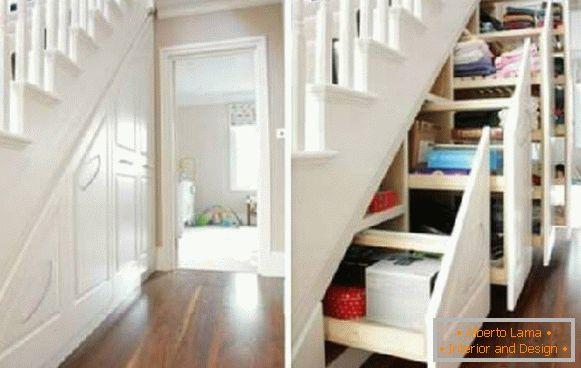 Cassetti Nelle Scale : Gabinetto sotto le scale in una casa privata soluzioni