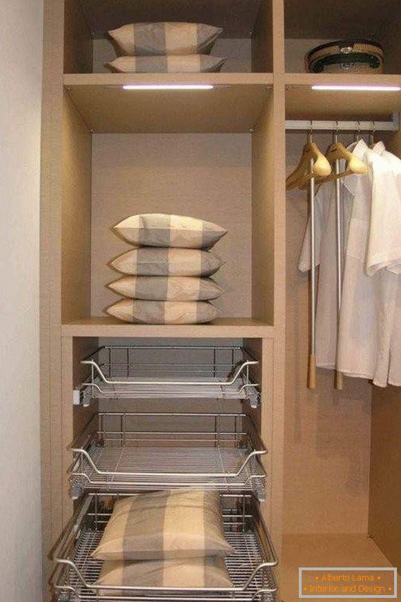 Scompartimento dell'armadio incorporato per un appartamento